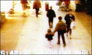 Vienos iš UK vaizdo stebėjimo kameros vaizdų