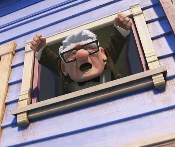Kaimynas, stebėjęs susirinkimą pro langą irgi džiaugiasi! Sako: Valio!