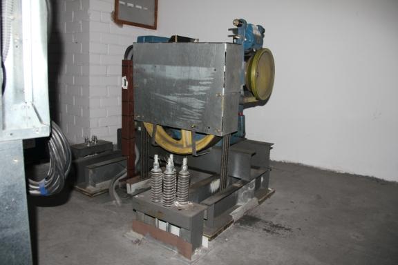 4'ojo namo berods mažojo lifto variklis