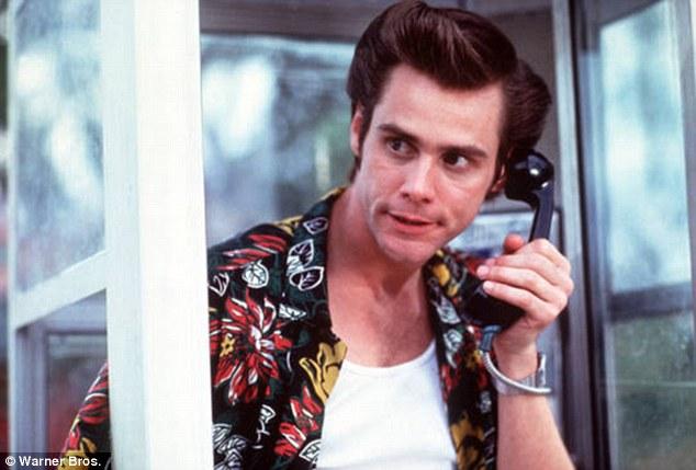 Seklys Eisas Ventura praneša apie nusikaltimą telefonu