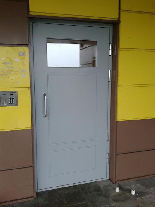 """O čia štai 6 namo durys, kurios buvo pakeistos 2012 berods metais. Incidentų su jomis, kiek žinau - nebuvo (apart kelių pareguliavimų dėl natūralių """"suvaikščiojimų"""")."""