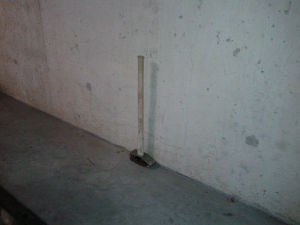 Štai taip, prie sienos padėtas. Su šitokiu galima ir gelžbetonines sienas ardyti.