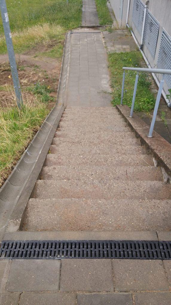 Laiptai su nubėgimu.