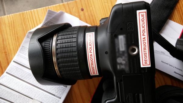 Fotoaparatas su lipdukais atrodo kur kas rimčiau :)