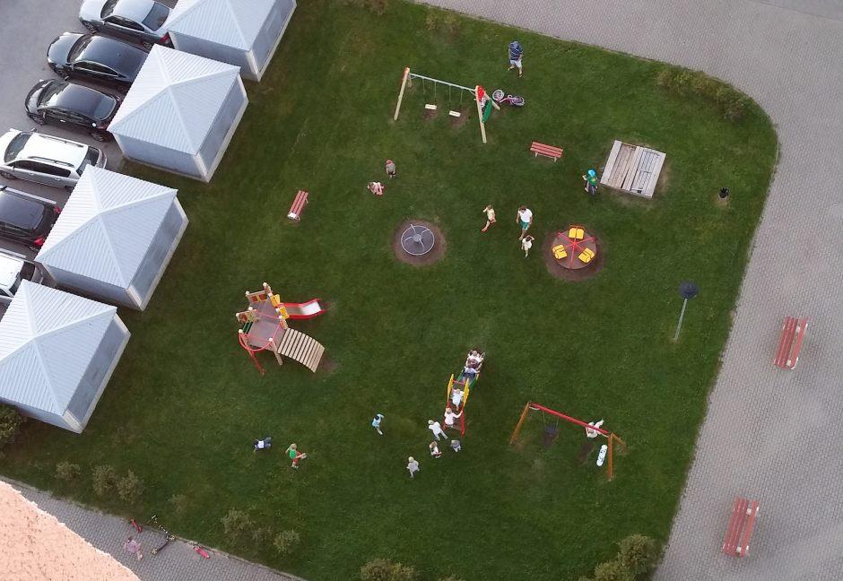 Vaikų darželis kieme. Nuotraukoje ne taip įspūdinga. Reikėjo nufilmuoti. Kitą kartą taip ir padarysiu.