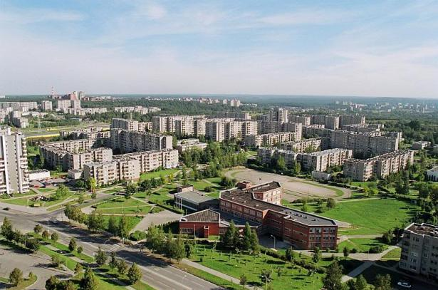 Žygimanto-Augusto mokykla ir Vilnius toliau.